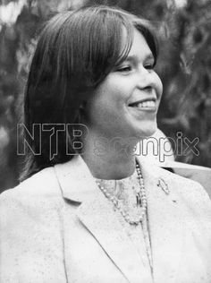Lady Sarah Armstrong-Jones, July 1980. The daughter of Princess Margaret and Lord Snowdon photographed at the christening of the daughter of the Duke and Duchess of Gloucester---Search | Scanpix