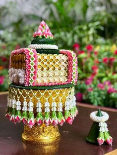 Floral Wedding Decorations, Engagement Decorations, Flower Decorations, Leaf Crafts, Flower Crafts, Diy And Crafts, Catering Design, Mehndi Decor, Unique Facts
