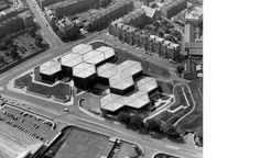 Scottish Widows Fund and Life Assurance Society, Dalkeith Road, Edinburgh. Aerial view. Photograph by Henk Snoek, 1976 Basil Spence