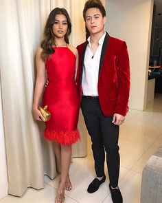 Liza Soberano's stylist spills the deets on her My Ex and Whys premiere look. Enrique Gil, Liza Soberano, My Ex And Whys, Selfies, Jadine, Night Looks, Formal Dresses, Evening Dresses, Celebrity Style