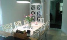 Keittiö vaalean sävyisenä. Kitchen with light colours.