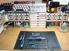 Woodworking saws and Jigs Workshop Storage, Tool Storage, Painting Station, Hobby Desk, Workbench Organization, Hobby Tools, Desk Inspiration, Modelista, Design Your Dream House