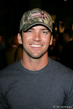 Lucas Black, woo!! A good looking Alabama boy!