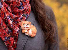 Купить Брошка кошечка - оранжевый, кошка, кот, котенок, кошка брошь, брошь из войлока