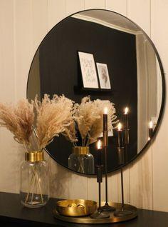 Rundt speil sort. 90 cm Black Accent Walls, Black Accents, Greenery Decor, Mirror, Table, Room, Furniture, Home Decor, Bedroom