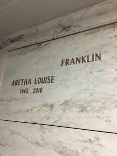 Aretha Franklin (1942-2018) - Find A Grave Memorial Aretha Franklin, Cemetery Headstones, Cemetery Art, In Memorian, Unusual Headstones, Woodlawn Cemetery, Famous Tombstones, Famous Graves, Rhythm And Blues
