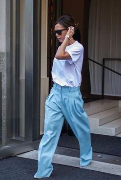 I pantaloni più cool da indossare adesso per l'autunno 2017 sono quelli larghi e maschili di Victoria Beckham