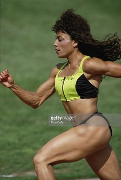 Olympic gold medallist Florence Griffith-Joyner during a training run. : News Photo : Olympic gold medallist Florence Griffith-Joyner. Flo Jo, Strong Women, Fit Women, Beautiful Athletes, Athletic Girls, Influencer, Muscular Women, Action Poses, Women In History