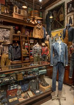 Clothing Store Interior, Clothing Store Design, Boutique Interior, Vintage Clothing Display, Clothing Store Displays, Baby Clothes Storage, Men Store, Shop Interiors, Gentleman Style