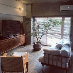 2LDKで、家族の、リビング/リノベーション/中古マンション/植物のある暮らし/塩インテリア/モルタルについてのインテリア実例。 「今日は施工会社のホー...」 (2017-08-31 07:33:22に共有されました) Interior Design Living Room, Room Interior, Interior Decorating, Living Room Blinds, Home Living Room, Apartment Interior, Apartment Design, Space Architecture, Dream Decor