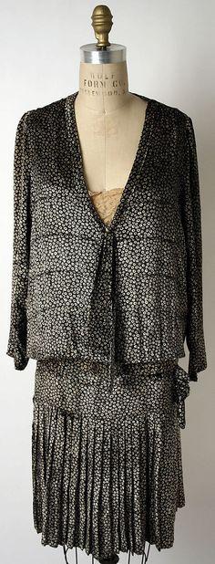 Edward Molyneux  (French, born Britain, 1891–1974)    Date:      1926–27  Culture:      French  Medium:      silk