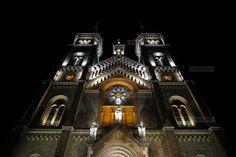 Biserica Millenium din Timisoara, iluminata de aproape 300 de proiectoare Notre Dame, Big Ben, Building, Places, Buildings, Construction, Lugares