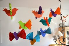 oder ...   Mehr Papiervögel - modifiziert, neu erklärt und farbig bunt       Im Sommer 2012 hatte ich schon einmal über Papiervögel  geposte...