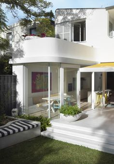 Paddo to Palmy - Citizens of the World Interview - Luigi Rosselli Architects Beautiful Buildings, Beautiful Homes, Exterior Design, Interior And Exterior, Streamline Moderne, Art Deco Buildings, Minimalist House Design, Villa, Art Deco Home