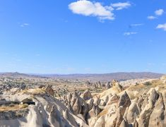 View over part of Pigeon valley in Cappadocia. Near Goreme on the secret road to Uchisar. Great Places, Places To See, Turkey Weather, Turkey Resorts, Turkey Culture, Sunset Point, Visit Turkey, Before Sunrise, Cappadocia