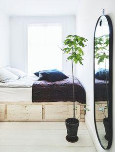 DIY wooden platform bed
