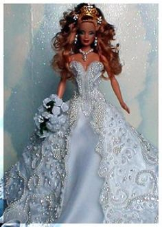 bride dolls The Baby Doll has been inducted into the National Toy Hall of Fame. This creative toy has actually been around for far longer than you might think. Baby dolls can cry, drink, s Barbie Bridal, Barbie Wedding Dress, Wedding Doll, Barbie Gowns, Barbie Dress, Barbie Clothes, Madame Alexander, Bridal Gowns, Wedding Gowns