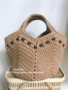 Lavinia Moraes's media content and analytics Diy Crochet Bag, Crochet Beach Bags, Crochet Market Bag, Drawstring Bag Diy, Diy Tote Bag, Crochet Handbags, Crochet Purses, Bag Pattern Free, Knitted Bags