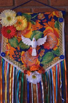 Bandeirola Espírito Santo Spiritual Images, Crafts For Kids, Diy Crafts, Fabric Garland, Prayer Flags, Sacred Art, Applique Quilts, Op Art, Holy Spirit