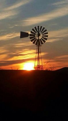 Beautiful South Africa... There is something I love about the soft noise these windmills make. Kom tuis!