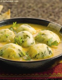 Laknavi Kofta Curry (potato koftas with spinach, cilantro, and fenugreek leaves) - prepared in the microwave, no frying - Gluten Free, contains yogurt (curd) Indian Veg Recipes, Paneer Recipes, Curry Recipes, Asian Recipes, Punjabi Recipes, Quick Vegetarian Meals, Vegetarian Cooking, Cooking Recipes, Meal Recipes