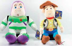 Peluches y disfraces de los personajes y basados en la película de Toy Story