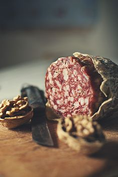 Finocchiona is a typical Tuscan seasoned sausage. It is made out of pork, specificallybelly of pork and shoulder of pork. It owes its name to the characteristic fennel seeds with which it is flavored. SDPHOTO.it Fotografia Food