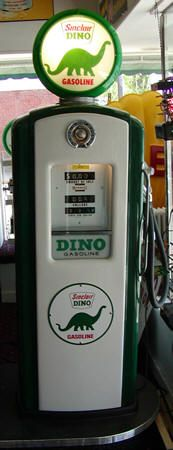 Dino Sinclair Gas/blow-up toy with fill up Old Gas Pumps, Vintage Gas Pumps, Petroleum Engineering, Pompe A Essence, Gas Service, Old Gas Stations, Filling Station, Retro Furniture, Oil And Gas