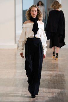 32 photos of Lemaire at Paris Fashion Week Spring 2016.