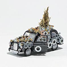 """""""British Taxi"""", Olivier Sultan, 2015.  Photographie 52x52 cm - 1/7 C-print - Collage sous plexiglas, support aluminium, châssis rentrant aluminium. En vente dans notre rubrique Store."""