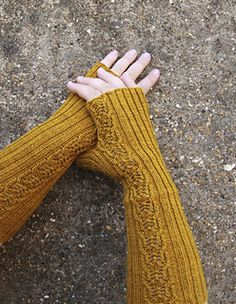 Broadlands Mitts by Jane Lithgow