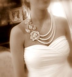 Love that necklace! I think I can make one like that with some vintage pearls and a brooch.