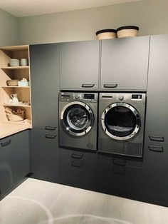 Modern Laundry Rooms, Laundry Room Layouts, Laundry Room Remodel, Küchen Design, House Design, Utility Room Storage, Laundry Room Inspiration, Modern Kitchen Design, Modern Design