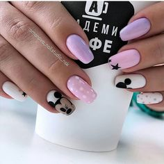 The Number One Article On Elegant Nails Classy Simple 21 - Elegant Nail Designs, Elegant Nails, Stylish Nails, Trendy Nails, Disneyland Nails, Disney Acrylic Nails, Mickey Mouse Nails, Nagellack Design, Luxury Nails