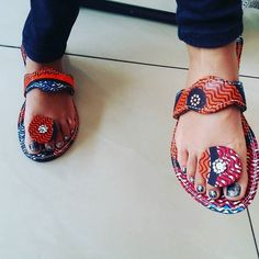 Nothing like a pair of #africanprint slippers to ease your feet from the #african heat... #iamanafrican #africanwomen #capulana #slippers #summer #crystals #swarovski