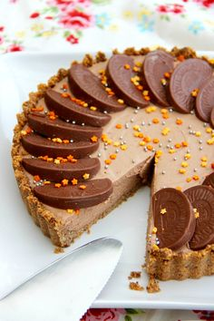 No-Bake Terry's Chocolate Orange Tart - A DELICIOUS No-Bake Terry's Chocolate Orange Tart – a No-Bake Crust, and a No-Bake filling… heaven!