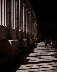 #piazzadeimiracoli #pisa #camposanto #ombre #shadows #tunnel #porticato #estate #summer