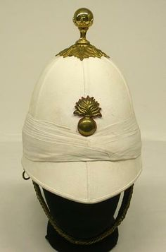 Victorian white colonial pattern, complete with ball ornament badge… British Army Uniform, British Uniforms, Elmo, Bengal Lancer, Pith Helmet, Vintage Helmet, Steampunk Hat, Military Uniforms, Military Hats