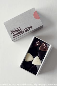 The best chocolates // johnny depp . no matter how many chocolates i eat i'll never forget Johnny Depp. Brand Packaging, Packaging Design, Branding Design, Coffee Packaging, Bottle Packaging, Label Design, Design Art, Graphic Design, I Love Chocolate