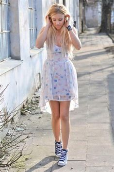 92d27f399213 40 Stylish Women Spring Outfits to Wear with Converse
