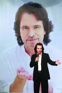 Collection of Yanni photos from Sina China News