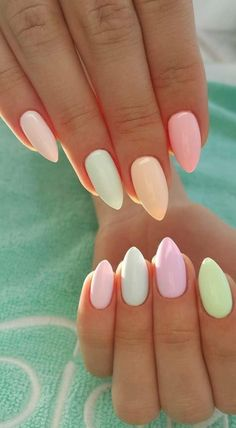 Semi-permanent varnish, false nails, patches: which manicure to choose? - My Nails Summer Acrylic Nails, Spring Nails, Summer Nails, Trendy Nails, Cute Nails, My Nails, Happy Nails, Nagellack Trends, Rainbow Nails