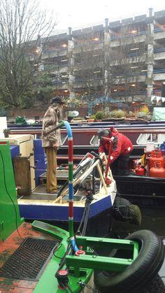 Mudlark fuelling up from coalboat Halsall. Birmingham Floating Market.