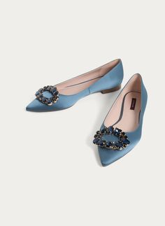 Embellished blue ballerinas - View all - Footwear - Uterqüe United Kingdom Fancy Shoes, Cute Shoes, Me Too Shoes, Oxfords, Shoes Heels Wedges, Indian Shoes, Flower Shoes, Everyday Shoes, Shoe Clips