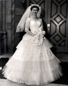 vintage wedding dresses for sale Wedding Dress Trends, Wedding Attire, Wedding Gowns, 50s Wedding, Wedding Shot, Bling Wedding, Wedding Tips, Wedding Bride, Wedding Flowers