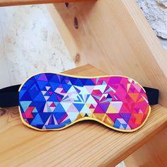 La Pie Qui Coud sur Instagram: A force de demander si La Pie Qui Coud fait des masques, La Pie Qui Coud a fait un masque 😜 Tissu géométrique par @alisonglass et suédine…