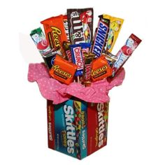 Making a Candy Bouquet. A fun gift to create for a special candy lover. This guide is about making a candy bouquet. Candy Gift Baskets, Birthday Gift Baskets, Raffle Baskets, Birthday Candy, Birthday Gifts, Candy Bouquet Birthday, Friend Birthday, Birthday Quotes, 60th Birthday