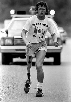 Terry Fox running in his Marathon of Hope in Having had his leg amputated he planned a cross-Canada marathon to raise money and awareness for cancer research. He passed away 37 years ago from today. I Am Canadian, Canadian Memes, Canada Eh, Good People, Amazing People, British Columbia, Marathon, Ontario, Kicks