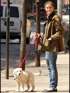 Star Tracks: Tuesday, April 7, 2015 | WOMAN'S BEST FRIEND | Allison Williams perfects the casual-chic look on her N.Y.C. walk – although her pup easily steals the spotlight – on Monday.