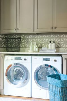 Pretty laundry room: http://www.stylemepretty.com/living/2015/03/25/the-prettiest-laundry-room-weve-ever-laid-eyes-on-must-have-storage/ | Photography: Rustic White - http://www.rusticwhite.com/